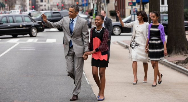 obamasanddaughters-660