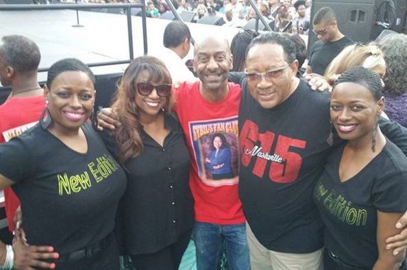 Cruisers snap a photo with Bern Nadette Stanis, Stephen Hill and Dr. Bobby Jones