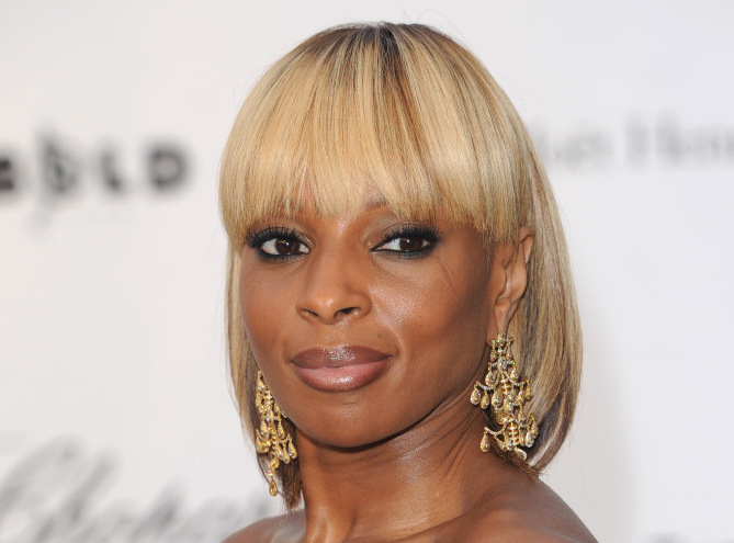 CANNES - MAY 22: Mary J. Blige attends the amfAR Charity Gala at the Le Moulin de Mougins during the 61st International Cannes Film Festival on May 22, 2008 in Cannes, France. (Photo by Anthony Harvey/Getty Images)