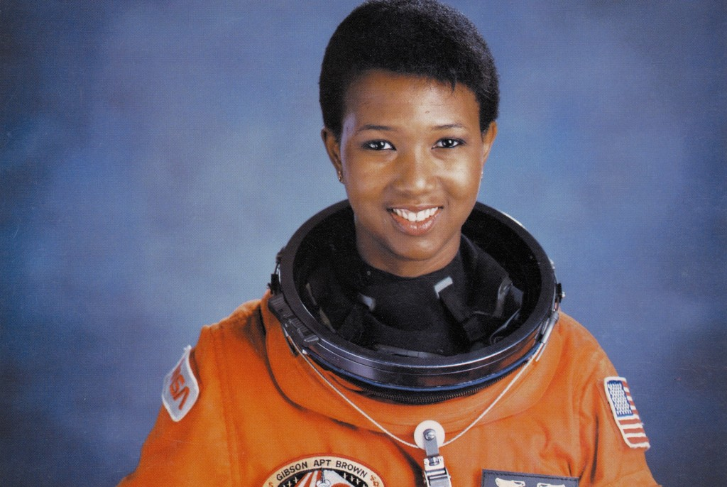 dr-_mae_c-_jemison_first_african-american_woman_in_space_-_gpn-2004-00020