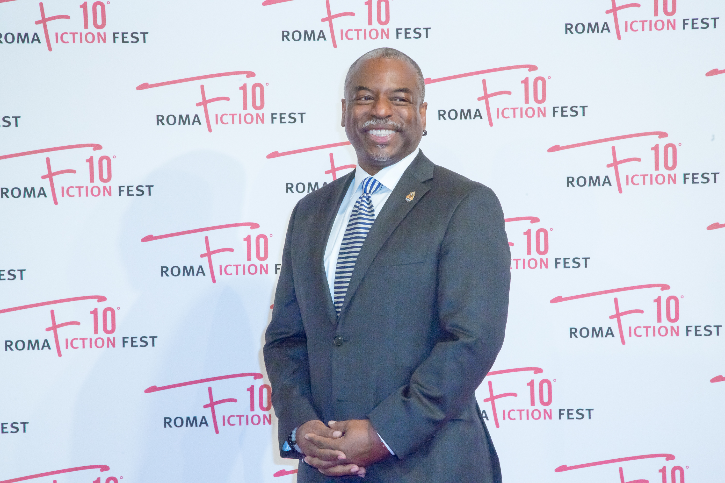 'Roots' Actor LeVar Burton Is Curating A Book Club Via Social Reading App Fable